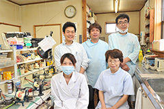 入れ歯製作技術の高い技工所との連携